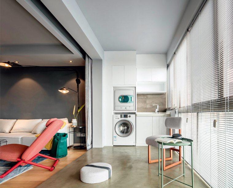 光滑、亮潔的水泥粉光地板非常適合作為陽台洗衣間的地面材質。圖/台灣廣廈有聲圖書有...