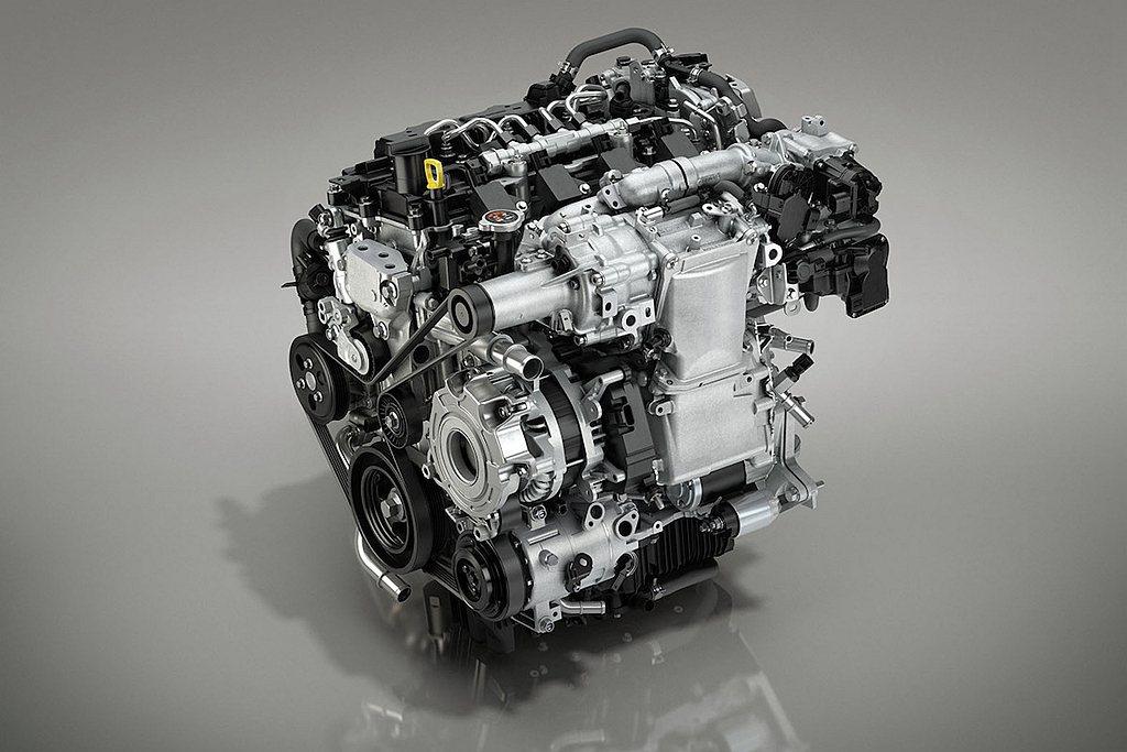相比中國現有銷售的Mazda 3與CX-30最貴車型,換裝Skyactiv-X引...