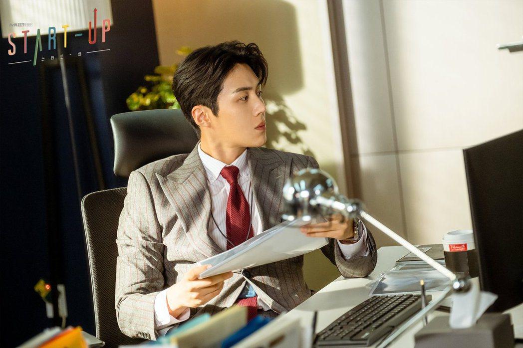 金宣虎演出此劇人氣爆漲。圖/擷自tvN官方臉書
