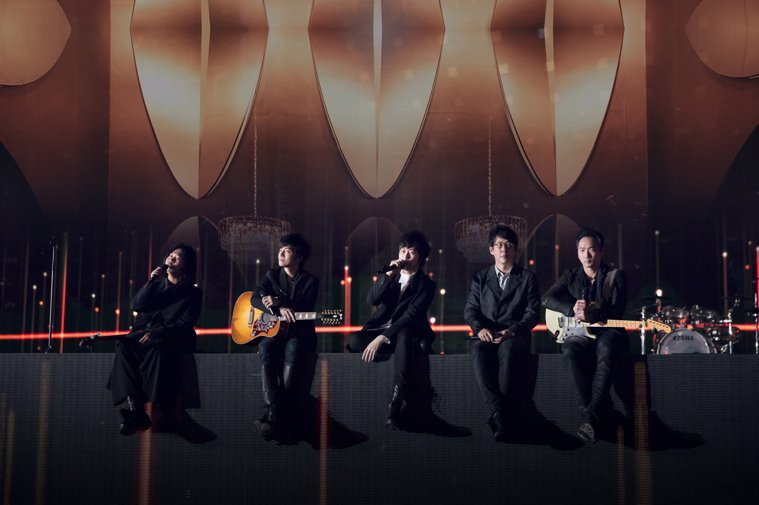 五月天首唱新歌「因為你 所以我」。圖/相信音樂提供