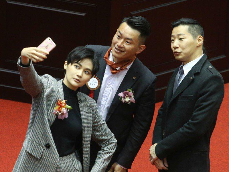2020的立委大選,也有網紅成為立委,其中包括民進黨賴品妤(左一)、台灣基進陳柏惟(左二)等人。圖/聯合報系資料照片