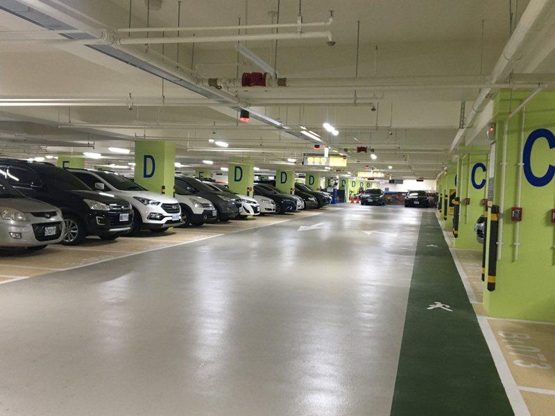 桃園區文昌公園地下停車場早一步獲得前瞻補助,去年12月啟用。記者張裕珍/攝影