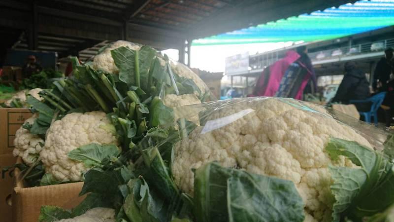 天氣冷,花椰菜品質好但到貨量少,漲幅拔得頭籌。記者簡慧珍/攝影