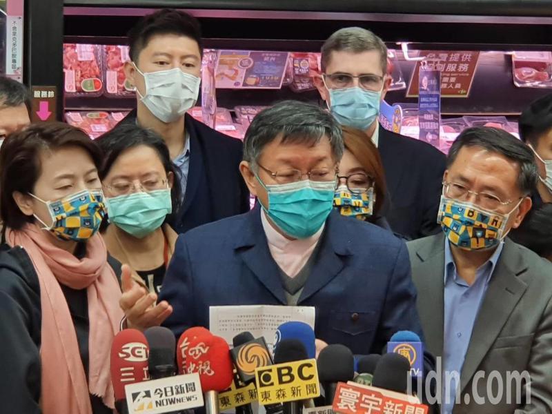 台北市長柯文哲上午參加北市通路賣場「不含萊劑專區」正式上路記者會後受訪。記者楊正海/攝影