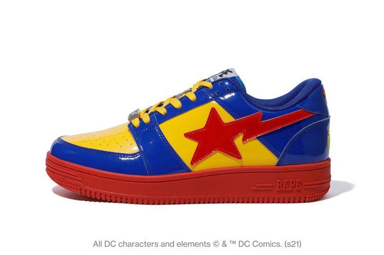 BAPE®與DC聯名系列休閒鞋9,999元。圖/I.T提供