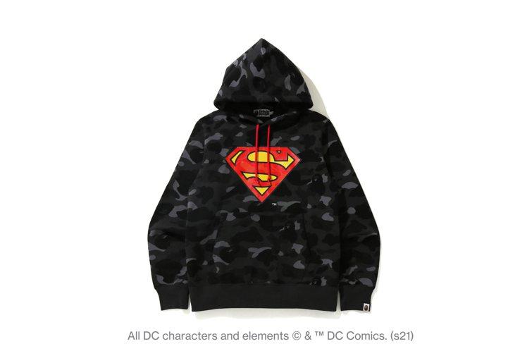 BAPE®與DC聯名系列連帽上衣9,999元。圖/I.T提供