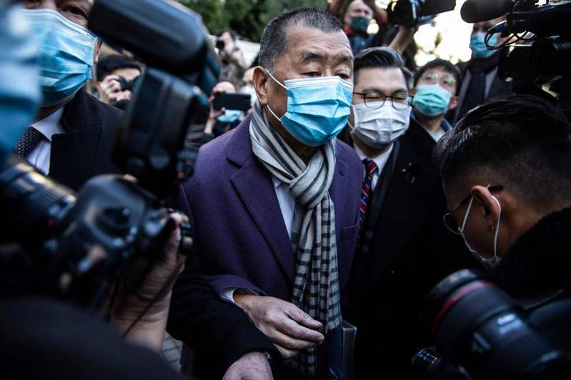 香港終審法院昨批准律政司上訴,壹傳媒集團創辦人黎智英保釋受阻,即時還押至二月一日。(法新社)