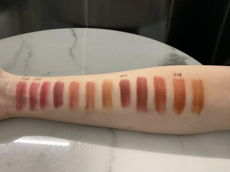 YSL全新奢華緞面霧光唇膏,12款顯白色調試色。圖/YSL提供