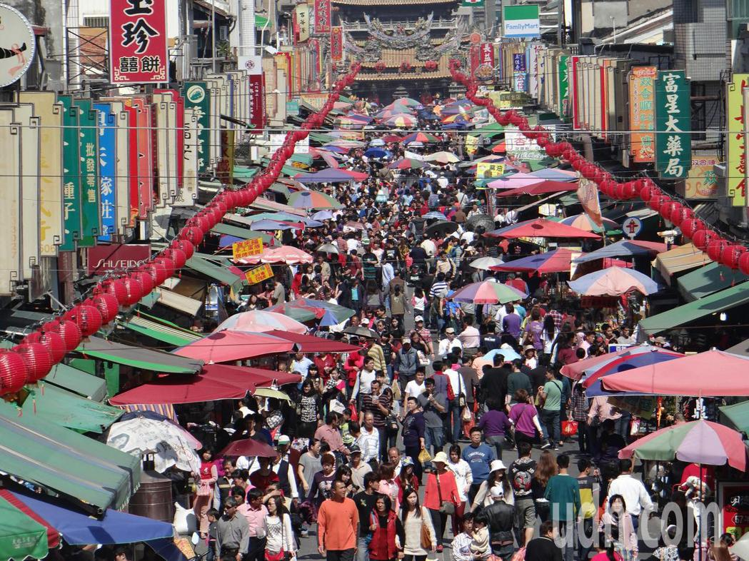 雲林縣觀光人數首度突破千萬人次,其中以北港朝天宮人數占最多。記者蔡維斌/攝影