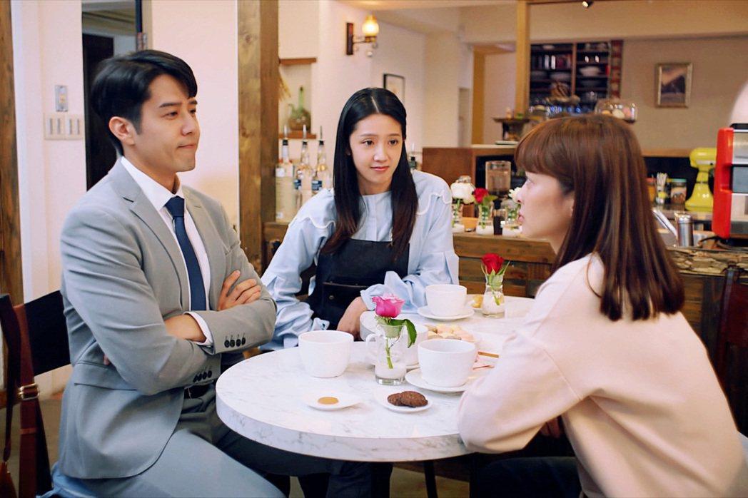 胡宇威(左起)、葉星辰、黃薇渟在「王牌辯護人」戲中陷入三角關係。圖/東森提供
