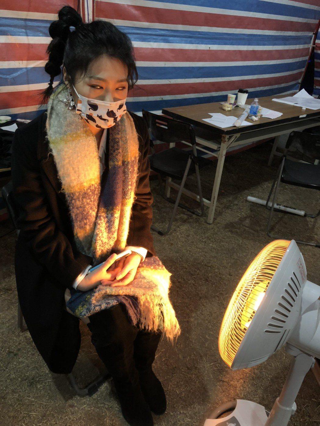 曹雅雯昨晚於金門跨年開唱,冷到翻白眼。圖/AM娛樂提供