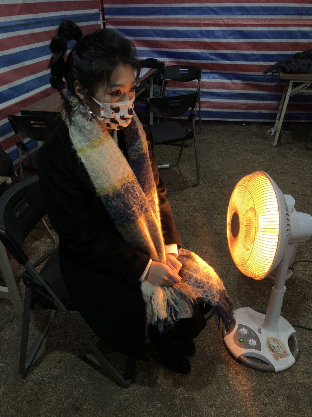 曹雅雯昨晚於金門跨年開唱,儘管出動暖氣仍是冷到不行。圖/AM娛樂提供