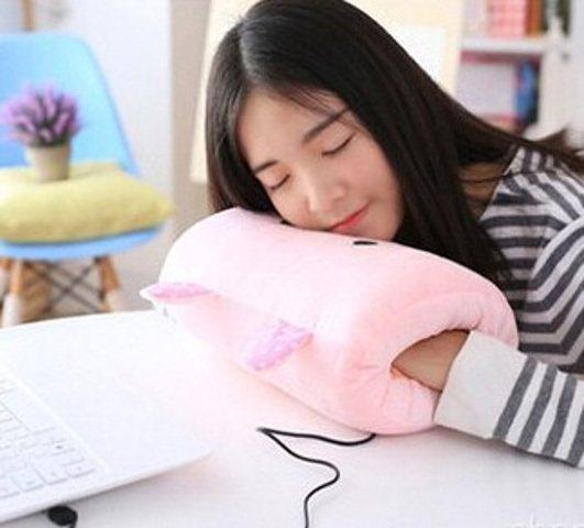 木語家居USB毛絨電熱暖手寶,台灣樂天市場售價394元。圖/樂天市場提供