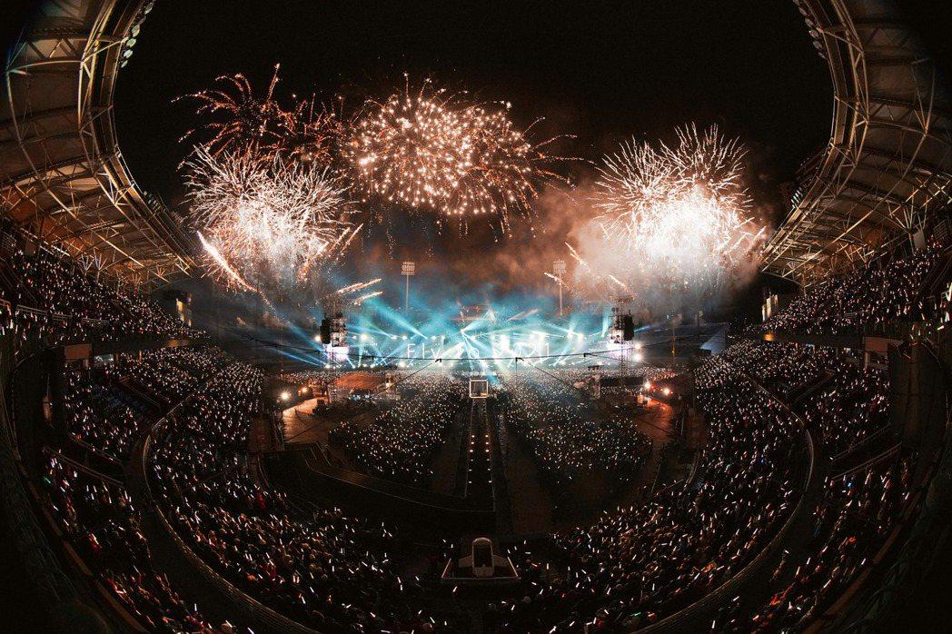 五月天跨年夜起連續在桃園開6場演唱會。圖/相信音樂提供
