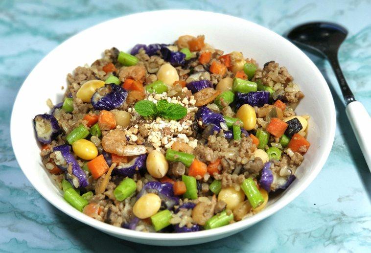香菇豬絞肉&彩蔬炊飯 圖/林芝惠提供