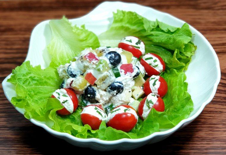 低GI蔬果佐香草卡特基乳酪沙拉 圖/林芝惠提供