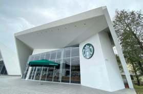 嘉義星巴克新景點!獨棟門市「純白折紙建築+透明落地窗」 加碼買1送1券優惠