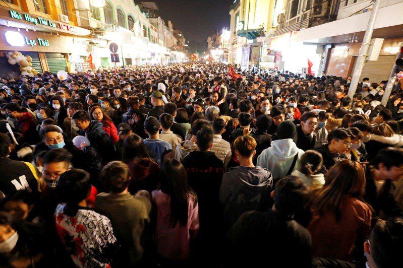 越南今晚通報新增8例境外移入病例,其中一名患者乘坐越竹航空編號QH9511班機,於2020年12月30日從台灣抵達越南芹苴機場。 路透
