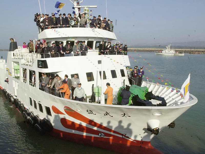 2001年1月2日上午,200噸級的太武輪啟航赴廈門,成為官方核准小三通第一艘直航輪船。圖/聯合報系資料照片