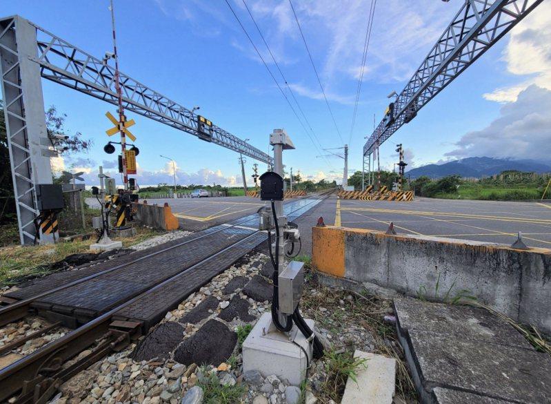 台鐵新增平交道偵測系統,目前已完成103處。圖/台鐵提供