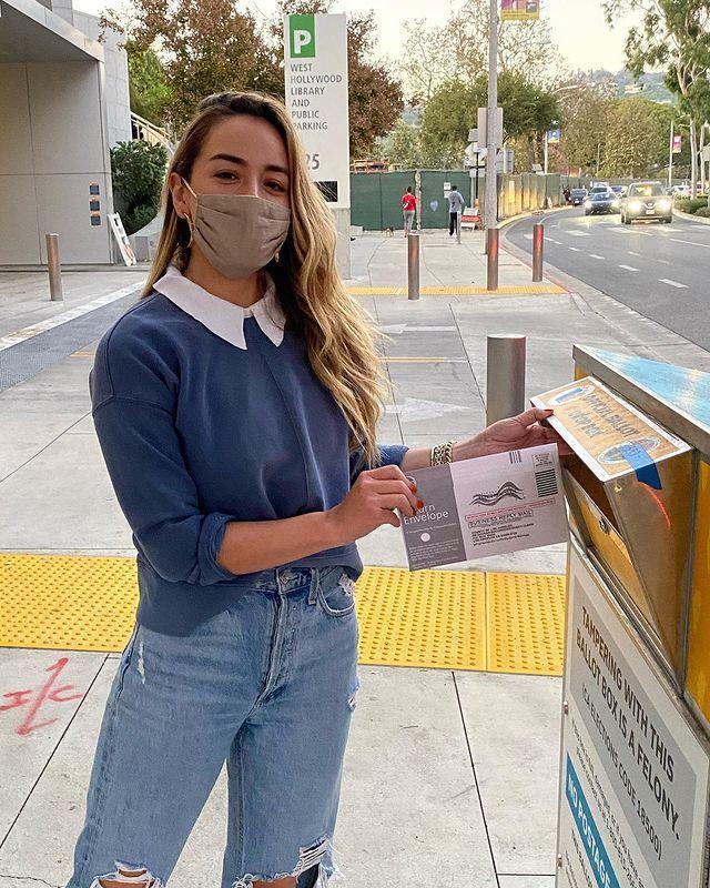汪可盈連去寄選票都會戴口罩,仍然感染新冠肺炎。圖/摘自Instagram