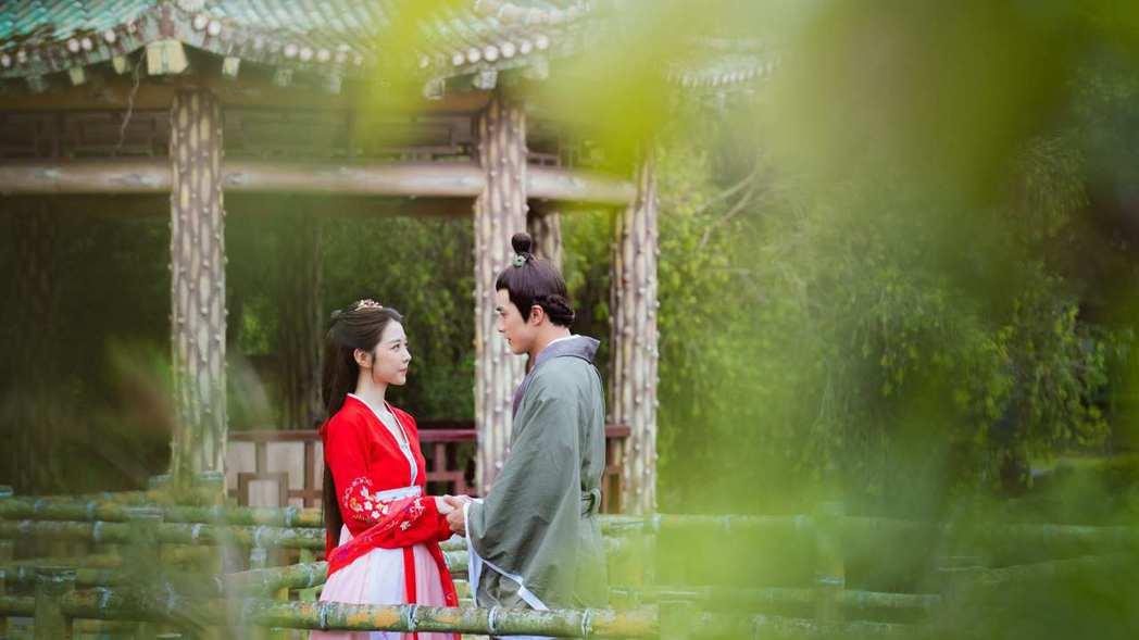 賀軍翔(右)、邵雨薇在「天巡者」中,「神仙CP」千年之戀修成正果,回溯前世記憶,