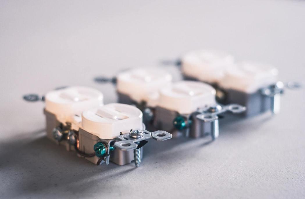 足夠的插座就能在廚房使用上更方便。圖/摘自pexels