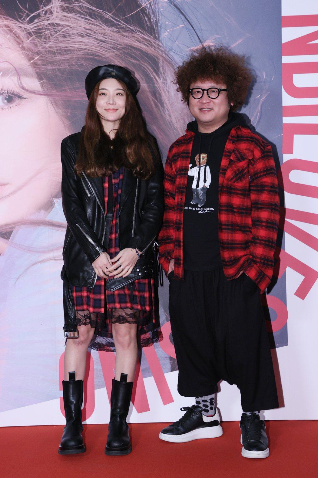 納豆(右)與女友依依一起來欣賞王心凌演唱會。記者許正宏/攝影