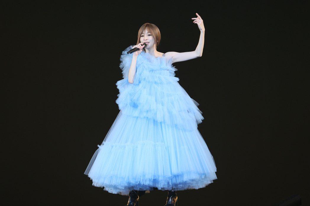 王心凌在小巨蛋舉行「CYNDILOVES2SING愛·心凌」巡迴演唱會。記者許正...