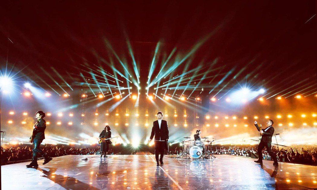 五月天「好好好想見到你」演唱會昨邁入第3場。圖/摘自臉書
