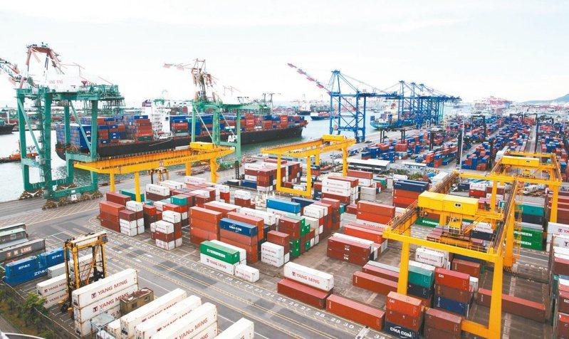 財政部8日將公布去年12月及全年出口統計,預估12月出口將維持成長,可望連六紅。圖/聯合報系資料照片
