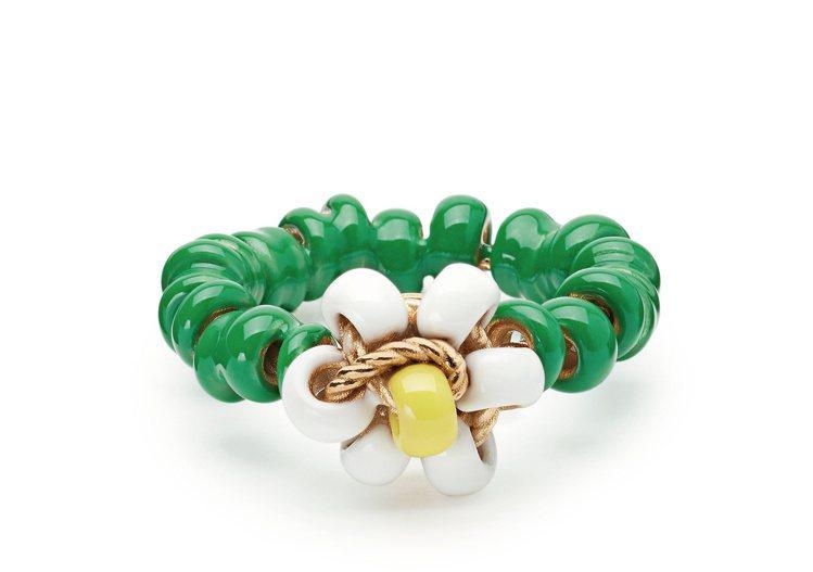 曲狀琺琅花朵純銀鍍金戒指 (草綠),25,700元。圖/Bottega Vene...