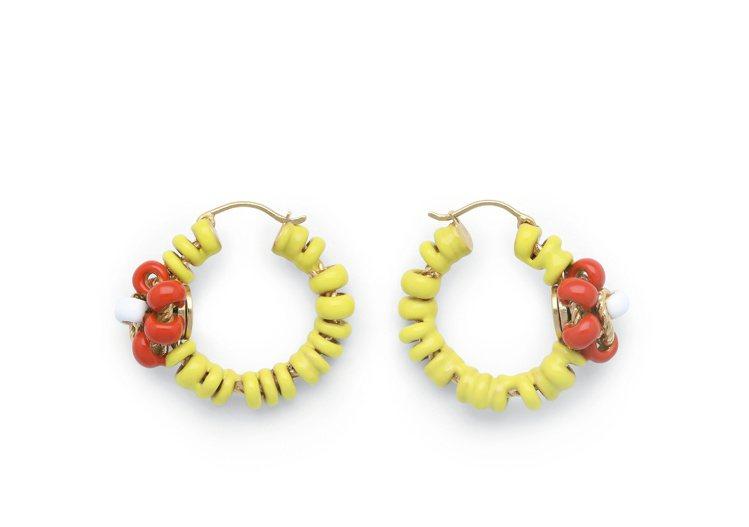 曲狀琺琅純銀鍍金耳環 (奶油黃),36,500元。圖/Bottega Venet...