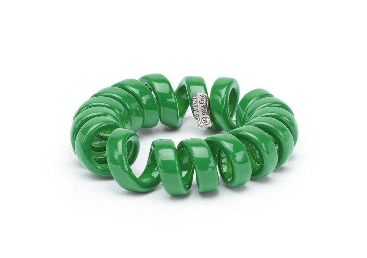 曲狀草綠琺琅純銀戒指,14,500元。圖/Bottega Veneta提供