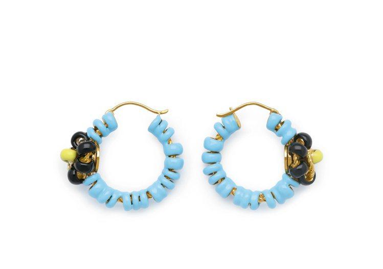 曲狀琺琅花朵純銀鍍金耳環 (水藍),36,500元。圖/Bottega Vene...