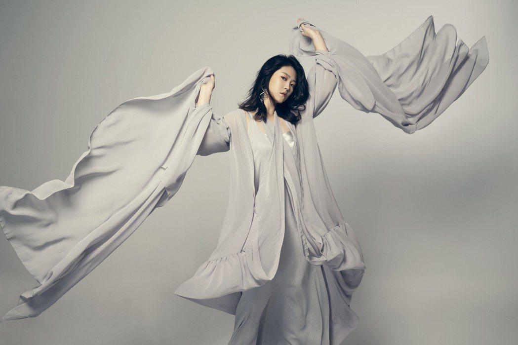 曹雅雯曾獲金曲台語歌后肯定,醞釀2年時間打造新專輯「自本」。圖/安樂茂思提供