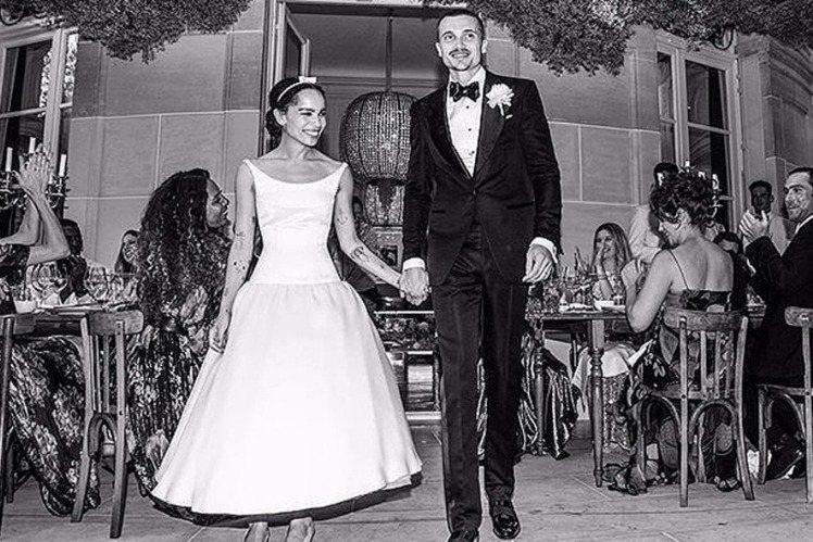 還沒殺青、上映的最新「蝙蝠俠」電影,已經接連發生不太愉快的事,繼男主角羅伯派汀森感染新冠肺炎、被導演麥特李維的控制狂搞到快崩潰後,又傳出飾演「貓女」的柔伊克拉維茲與男星卡爾葛魯斯曼才1年8個月的婚姻...