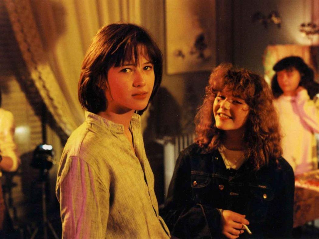 「第一次接觸」中的蘇菲瑪索俏麗可人,因此片紅遍歐亞。圖/摘自Allocine