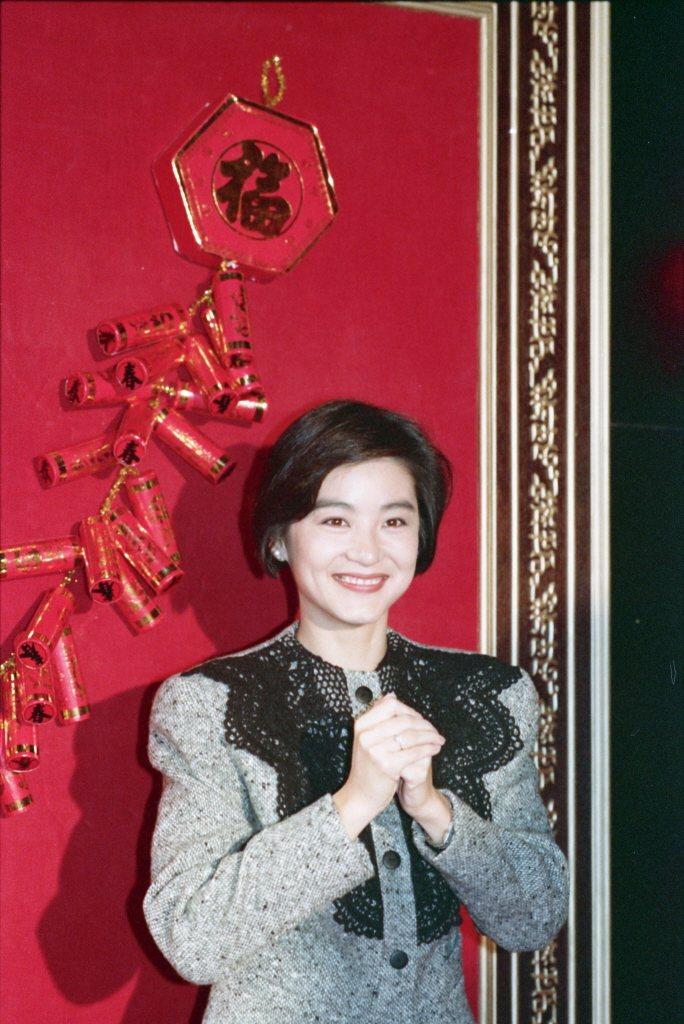 30年前林青霞也曾拍下祝賀新年快樂的丰采。圖/報系資料照片