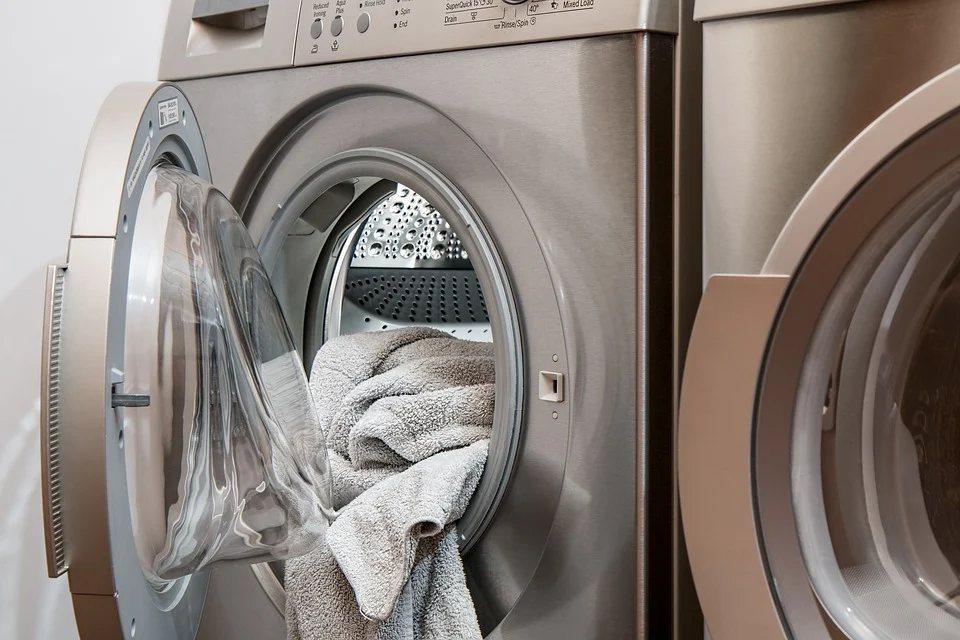 穿好冰冷衣服前,也許考慮使用烘乾機短時間旋轉它們。 圖/pixabay
