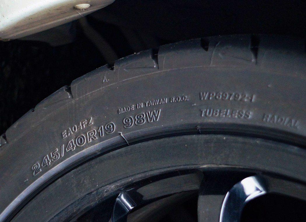 台灣市場的RE004是Made in Taiwan國內本地生產輪胎。 記者趙駿宏...