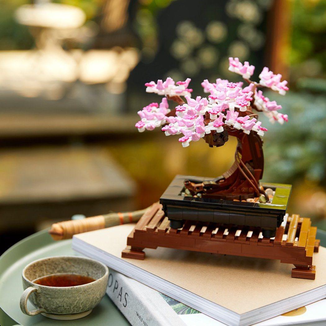樂高的盆景,也能開滿櫻花。圖/摘自LEGO臉書粉絲團
