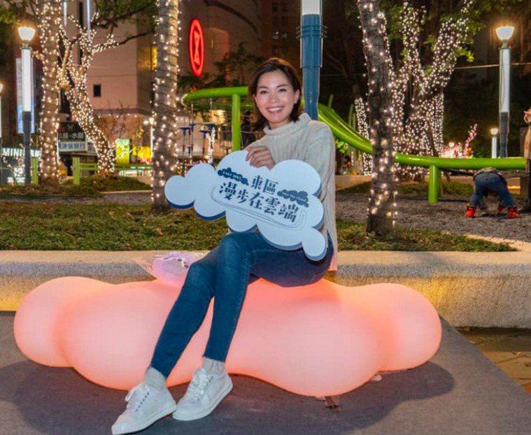 鍾沛君今天在臉書寫下近千字文,提到她短短一個月發現自己也疑似罹患家族病史肺腺癌的...