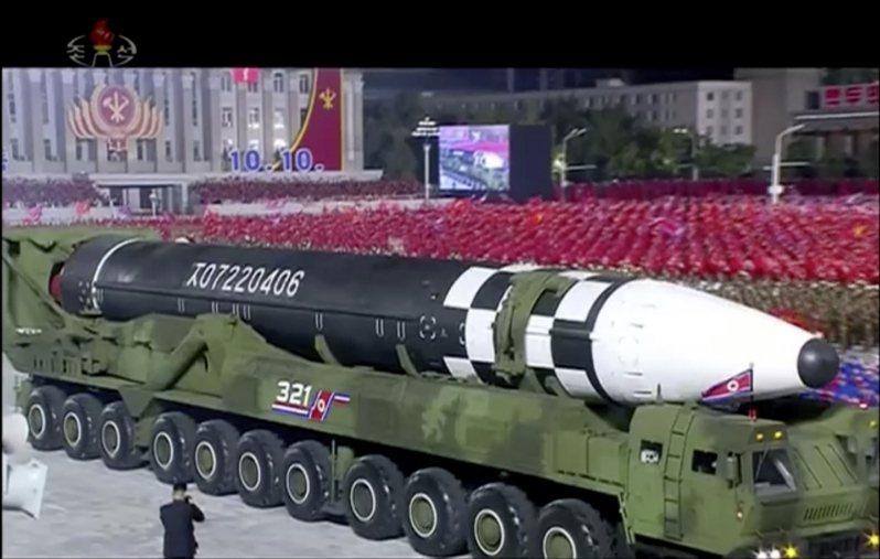 2020年10月10日,北韓展示一枚可能是目前全球最大的新型洲際彈道飛彈。美聯社