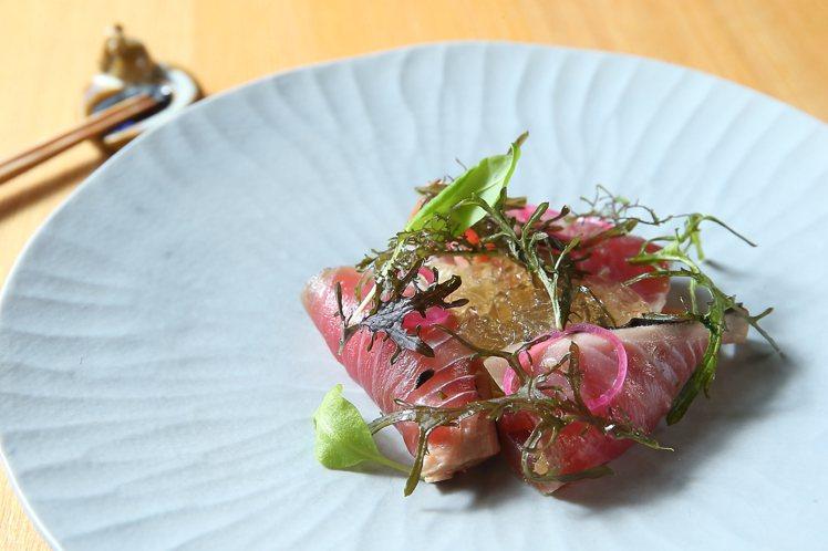 以酸性調為主的「梅澱燻魚」,代表「淋澱土」。記者陳睿中/攝影