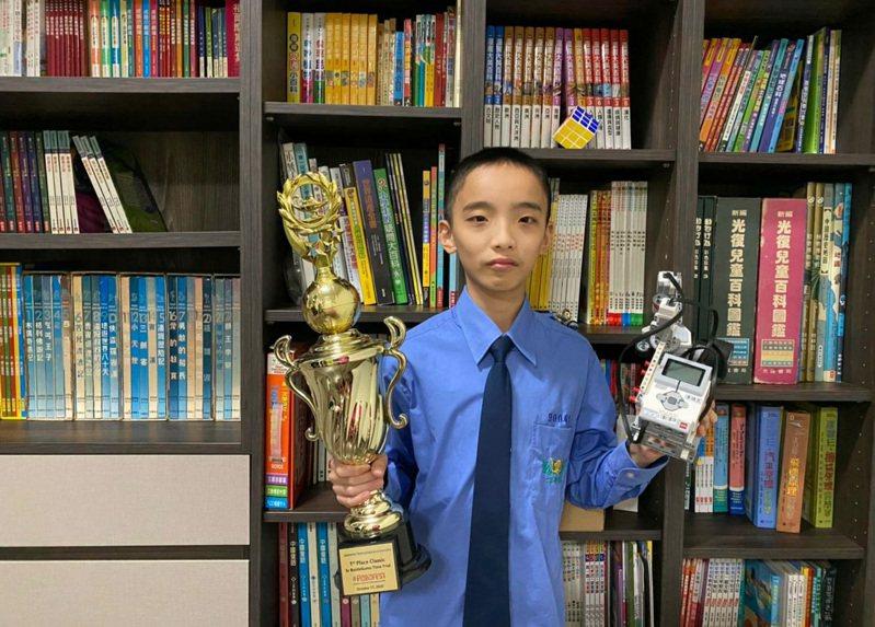 唐瑀良自幼就表現多物理和機械的興趣與潛力。圖/私立大華中學提供