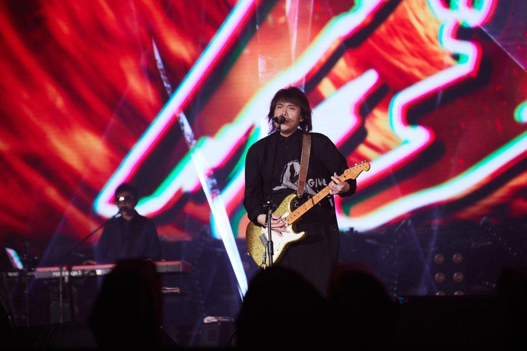 壓軸演唱的伍佰是今年台北跨年藝人部分收視最高。圖/臺北市觀光傳播局與必應創造提供