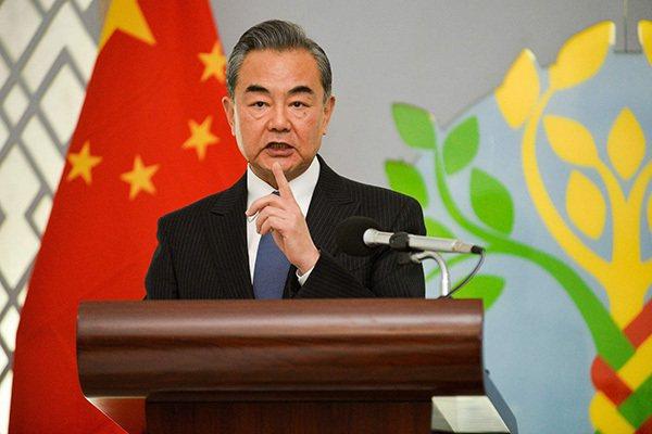 中國國務委員兼外長王毅日前訪問東南亞4國,引起注意。分析認為,王毅在美國對外政策面臨變化前出訪,有預先鞏固中國與東協國家關係的意味。(圖/取自澎湃新聞)