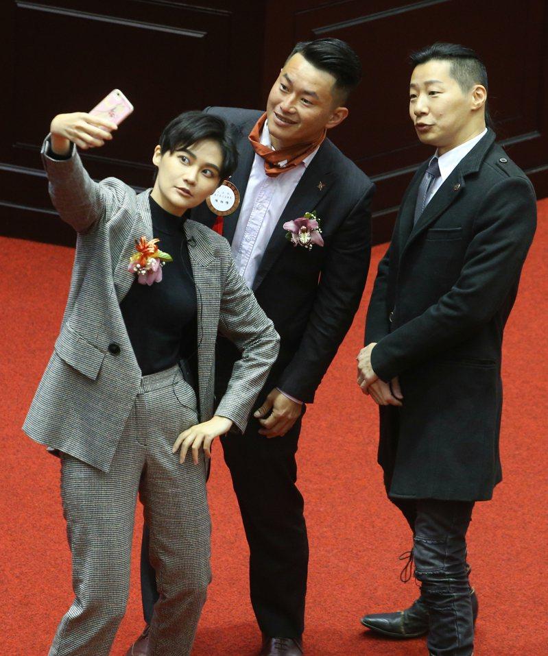 2020的立委大選,也有網紅成為立委,其中包括民進黨賴品妤(左1)、台灣基進陳柏惟(左2)等人。圖/聯合報系資料照片