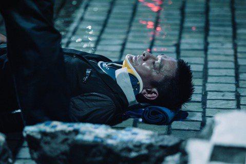 劉德華主演「拆彈專家2」已在跨年元旦上映,連續3天假期,台北部分開出727萬票房成績,而全台則大賣2500萬,成為跨年檔期新片票房冠軍,上映4天便超越第1集的票房成績。 電影中劉德華黑化轉正又一再反...